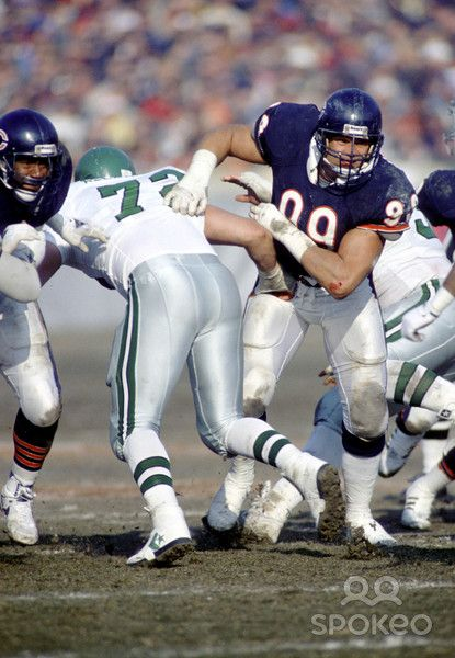 Chicago Bears defensive end (99) Dan Hampton in action against the ...
