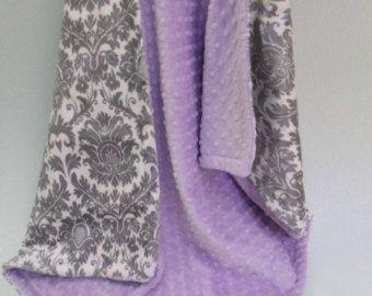 Silla de paseo tamaño bebé manta lavanda y blanco por babyboos