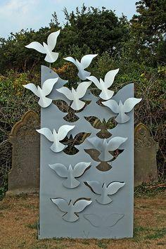 L'amour de la façon dont l'oiseau semble apparaître à partir de rien au fond vole le peu à peu .