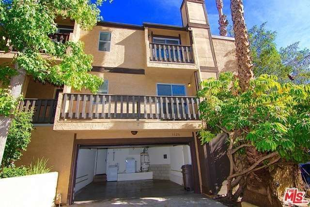 Los Angeles City Area Condominium: Amazing value with 4 car parking for this cool townhouse/ condo with direct entry from 2 car garage. 2 bedrooms, each with private bathroom on the top level. Master suite has a walk-in closet, high ceilings and private balcony. Plenty of shelf space and closet space. 1st level has cozy kitchen with adequate counter space, powder room, dining and living area with fireplace which opens to an outside balcony. Garage has washer and dryer hookups, 2 car…