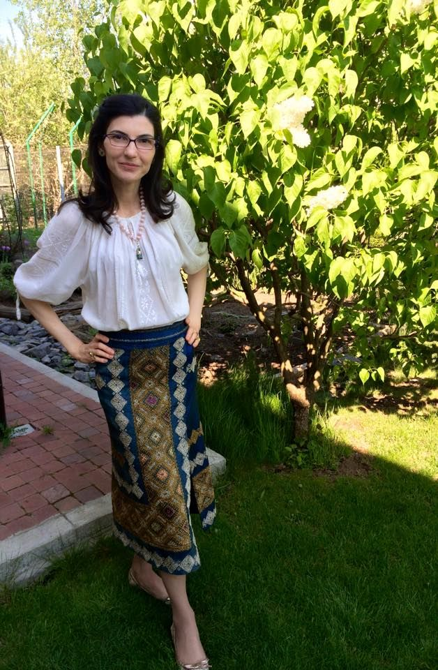 #CustomMade #SandraGalan #skirt made of richly #embroidered #vintage #Romanian #fabric paired with an authentic #ie and #BijuteriiCuAlint #jewerly
