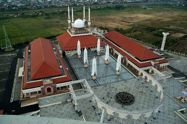 50 Amazing mosques of the world,  Grand Mosque, Semarang, Indonesia.