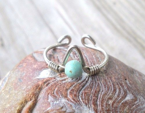 Light Turquoise Wrapped Silver Wire Arrow Toe-Midi-Knuckle Ring Adjustable size  Light Turquoise Bead 4mm Alpaca non tarnish Silver Wire 18G (1mm) Alpaca non tarnish Silver Wire 24G (0.5mm)  Can also