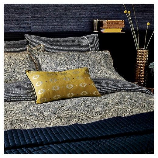 Inspired by a fusion of global influences, Bedeck 1951 is an Irish heritage brand which blends a fusion of global traditions inspired by traditional Asian, Oriental and European design, reinvigorated with a modern aesthetic style.  The Ziba Sheet Set from Bedeck 1951 in navy features  a small all over linear ethnic dash print which runs horizontally across the cover, the set includes a fitted and flat sheet and two pillowcases.  The pillowcase also features a finely piped cord detail…