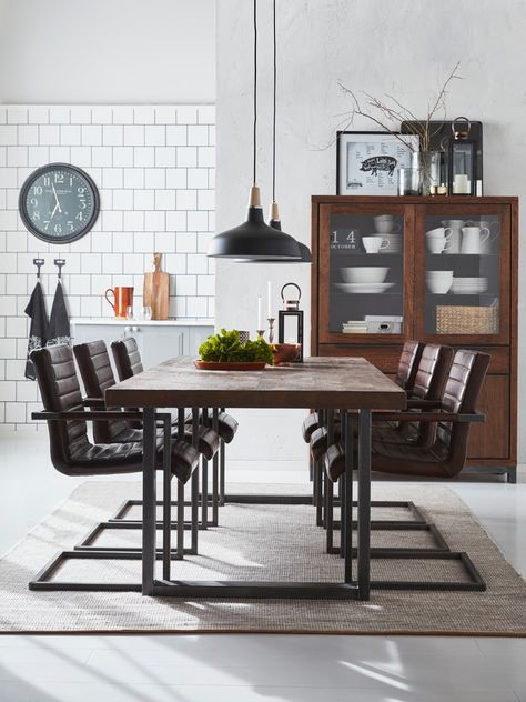 Schysst rustikt matbord, snyggt tycker vi på Skanska Nya Hem