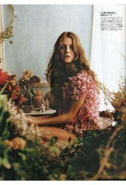 bohemian.Fashion, Inspiration, Photography Women, Soft Waves, Flower Children, Flower Girls, Nature Beautiful, Madame Figaro, Floral