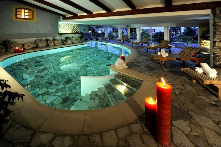 Ins Wasser springen bei #romantischen #Kerzenlicht. Mehr Informationen auf http://www.selectedhotels.com/de/hotel/alp-wellness-sport-hotel-panorama