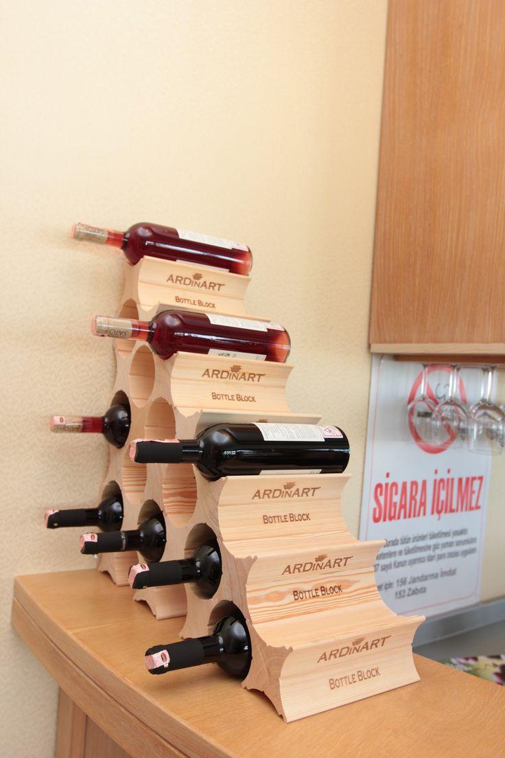Ardinart Bottle Block'la dilerseniz birkaç şarap şişesi dilerseniz bir mahzene sığabilecek kadar şarap şişesi muhafaza edebilirsiniz. Depolama kapasiteniz arttıkça, yapmanız gereken tek şey blok sayısını arttırmak.  Çevresinde ki hiçbir nesneden destek almadan, puzzle mantığıyla blok parçalarını birbirinin içine geçecek şekilde yerleştirerek, şaraplarınız için dilediğiniz yerde ve dilediğiniz büyüklükte eşsiz bir mekan oluşturabilirsiniz.