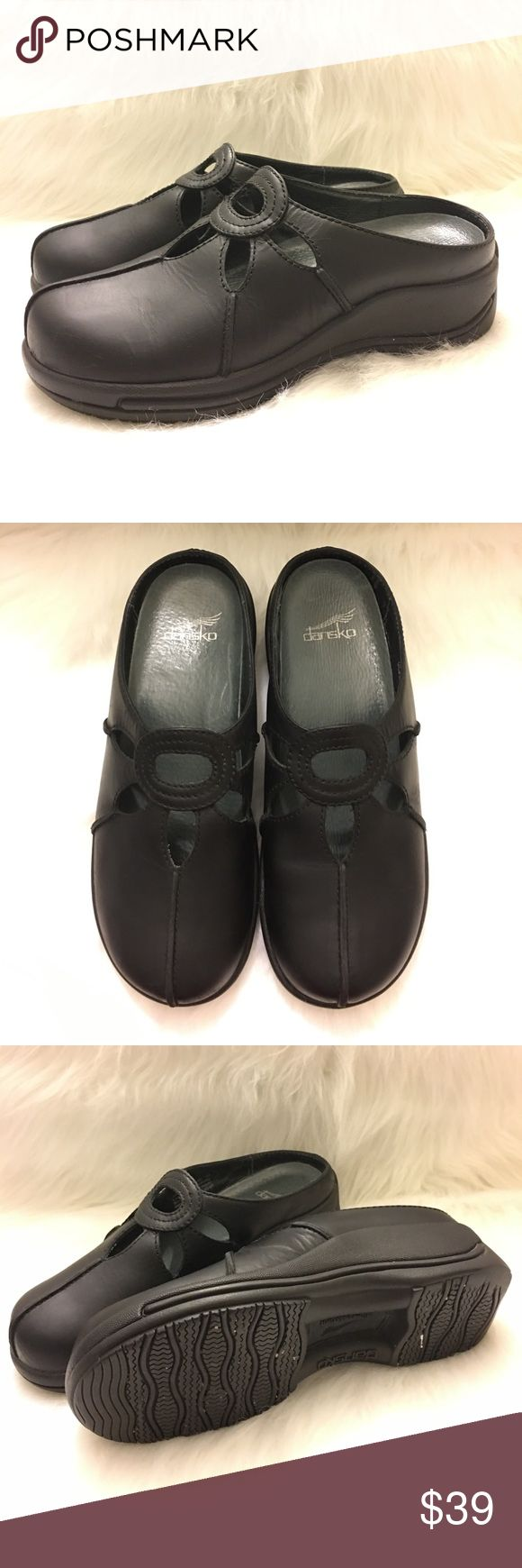 Dansko Women's Slip Resistant Slip-On Clogs Black Dansko Women's Slip Resistant Leather Slip-On Clogs Black  Condition: Preowned excellent condition. Not much to say about these except they look great.  Color: Black Size: 39 EUR, 8.5-9 US Item info: 4001-020200 Dansko Shoes Mules & Clogs