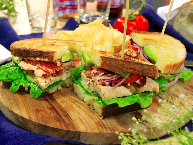 Club sandwich med avokado | Recept från Köket.se