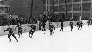 The jailhouse rocked when the Wings played in prison --- Wings' first outdoor game at Marquette Prison