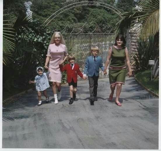 Jayne mansfield her children,mariska,miklos,zoltan,jayne marie celebrating jayne's 33 rd birthday