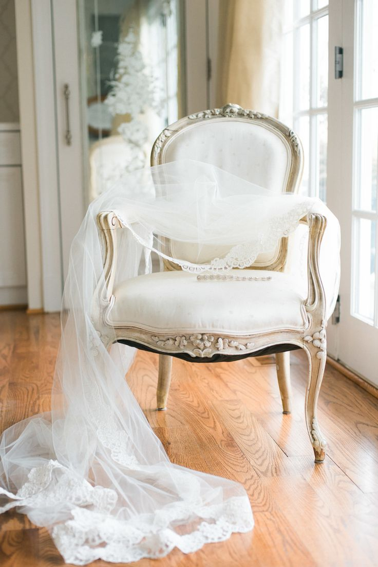 Gorgeous veil | Photography: Lissa Ryan Photography - www.lissaryanphotography.com  Read More: http://www.stylemepretty.com/2015/05/20/glamorous-masquerade-wedding-inspiration-in-annapolis/