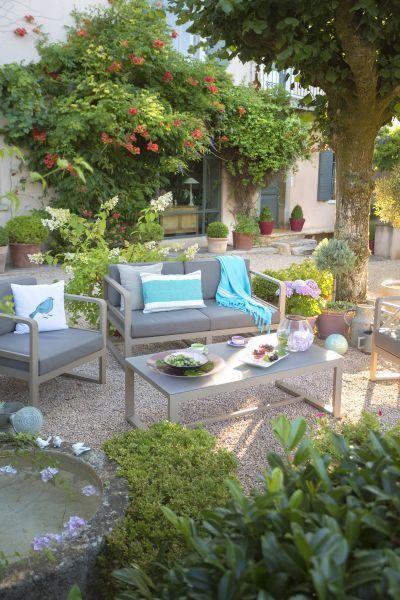 -Fauteuil bas Agate réf 259658 -Banquette 2 places Agate réf 259657 -Table basse Agate réf 263456