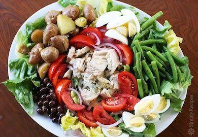 Nisuaz Salata Tarifi, Fransız mutfağının dünyaca ünlü tariflerinden. Özelliği ise neredeyse tamamen sosu. Lezzetli salatanın malzemeleri şöyle;