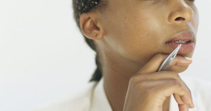 Diferencias entre trenzas africanas cosidas y trenzas. Las trenzas africanas cosidas y las trenzas son dos formas geniales de mantener el cabello crespo bajo control, y verte elegante al mismo tiempo. Si usas micro-trenzas o trenzas africanas cosidas, tu peinado durará meses- lo cual significa que tendrás menos trabajo. Si luces trenzas comunes o francesas, tu peinado tendrá que mantenerse luego de ...