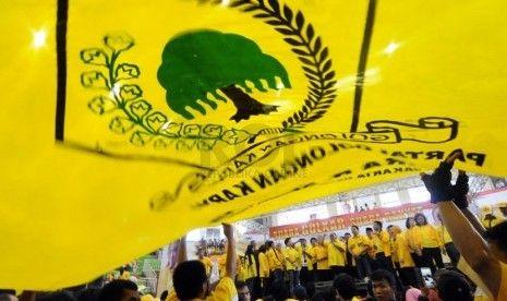 Politisi Golkar Saweran Munaslub Total: Rp126.150.045 dan 2.000 Dolar Singapura : Sejumlah kader dikabarkan sudah mulai berinisiatif menggalang dana bagi pembiayaan Munaslub.