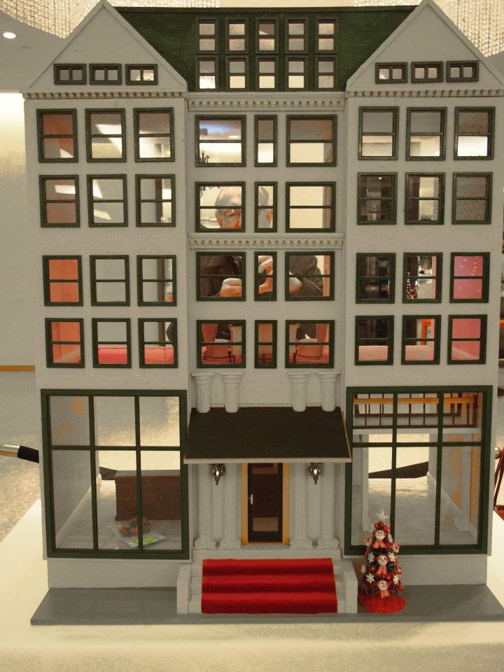 163 best d3 large dollhouses images on pinterest doll for Big modern dollhouse