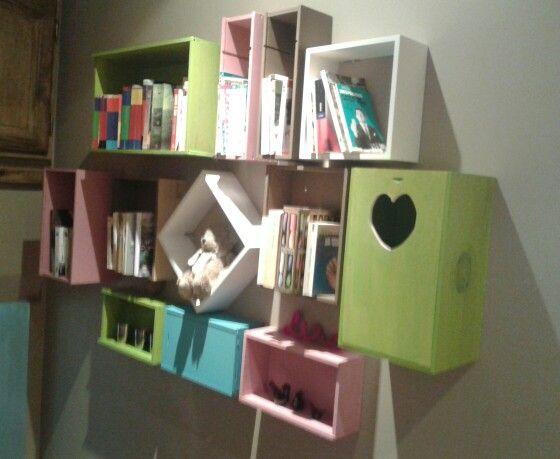 Biblioth que avec des caisses de vin deco caisse de vin - Caisse a vin decoration ...