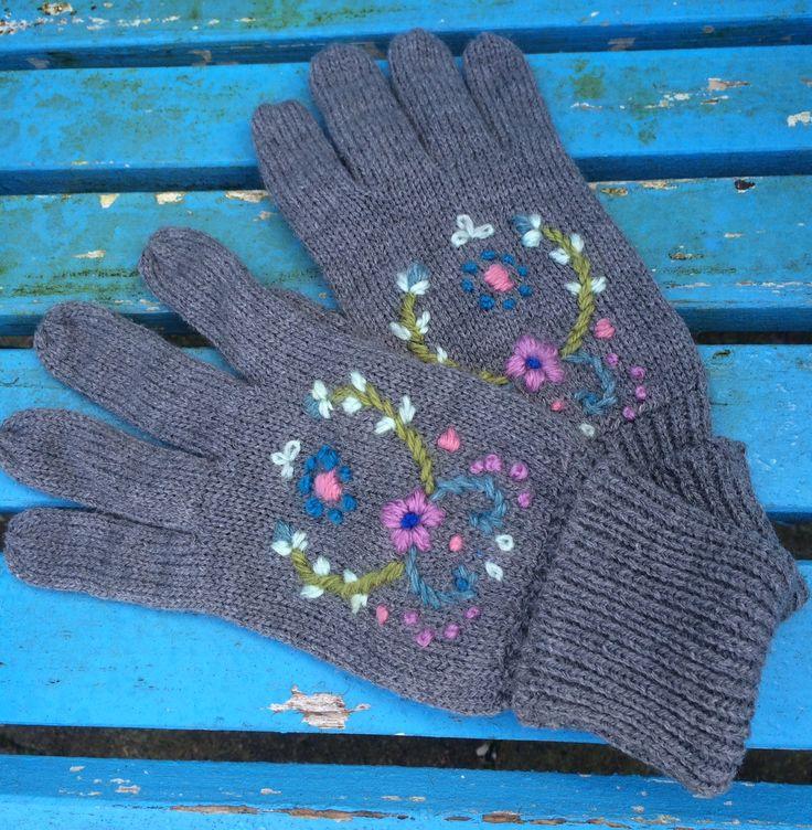 Embroidered gloves / geborduurde handschoenen