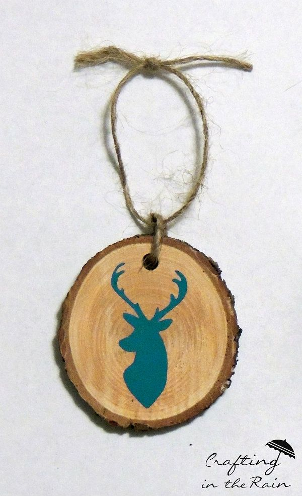 Before you toss your Christmas tree, cut a few slices from the trunk to use in these rustic DIY Wood Slice Ornaments!