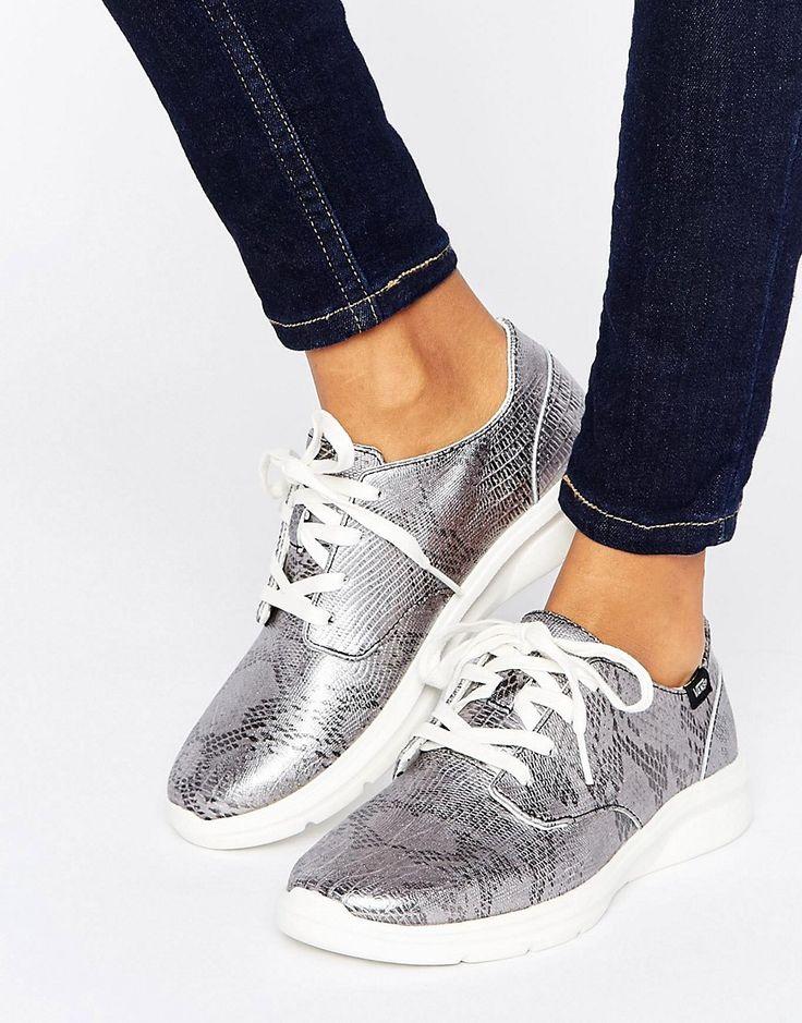 ¡Cómpralo ya!. Zapatillas de deporte de efecto piel de serpiente Disco Iso 2 de Vans. Zapatillas de deporte de Vans, Exterior de cuero auténtico, En un acabado texturizado de efecto piel de serpiente, Diseño con cordones, Etiqueta de la marca, Suela gruesa, Dibujo moldeado, Limpiar con un paño húmedo. Famosa por sus icónicos zapatos de skate, Vans nació en la California de los años sesenta y desde entonces ha se ganado muchos seguidores de culto que incluyen skaters, estrellas del de...
