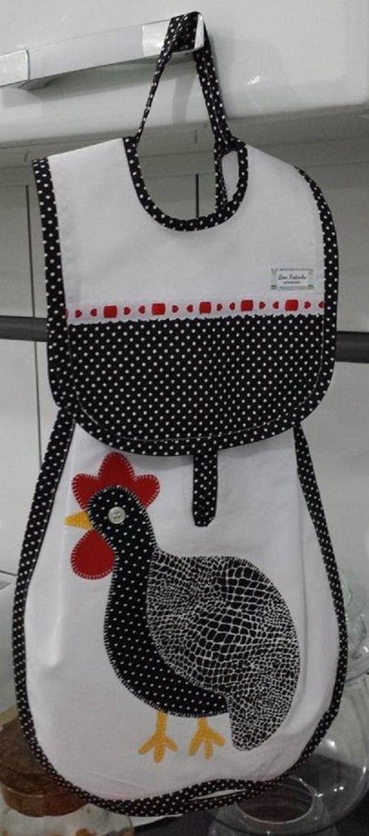 Puxa saco com aplicação de galinha, confeccionado com algodão