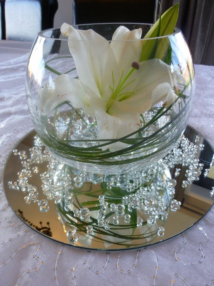 Table Centrepiece, Lily with clear water pearls, grass, diamond scatters, and 20cm mirror....