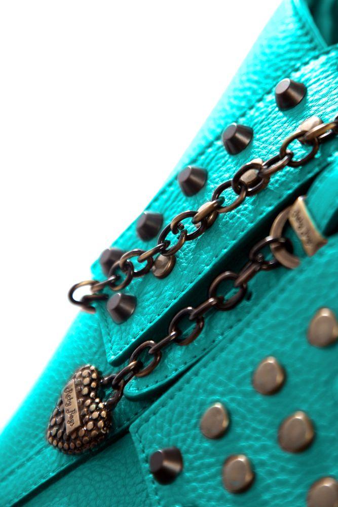 #Acquario - Reby Borchia Amante della rivoluzione creativa, la donna acquario fa della sua borsa un accessorio di distinzione, perciò quale modello si adatta alla sua personalità più della Reby Borchia, una borsa che, per chi la indossa, esprime una forte identità caratteriale e grazie ai suoi accessori di certo non si passa inosservati.  Reby Borchia la trovi http://rebybags.eu/index.php?id_product=15&controller=product&id_lang=6