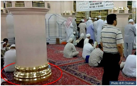 Original praying spot of the Prophet (peace and blessings of Allah be on him) This pillar, the fifth one down from the 'Aisha' pillar and in line with Bab-e-Jibraeel is the approximate spot where the Prophet (peace and blessings of Allah be on him) led salat in Madinah when the Qiblah was still towards Jerusalem and at the opposite direction of Makkah.