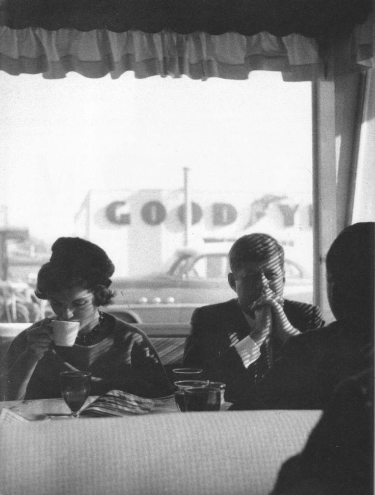 JFK and Jackie in a diner, 1960.   Like Edward Hopper's 'Nighthawks'.