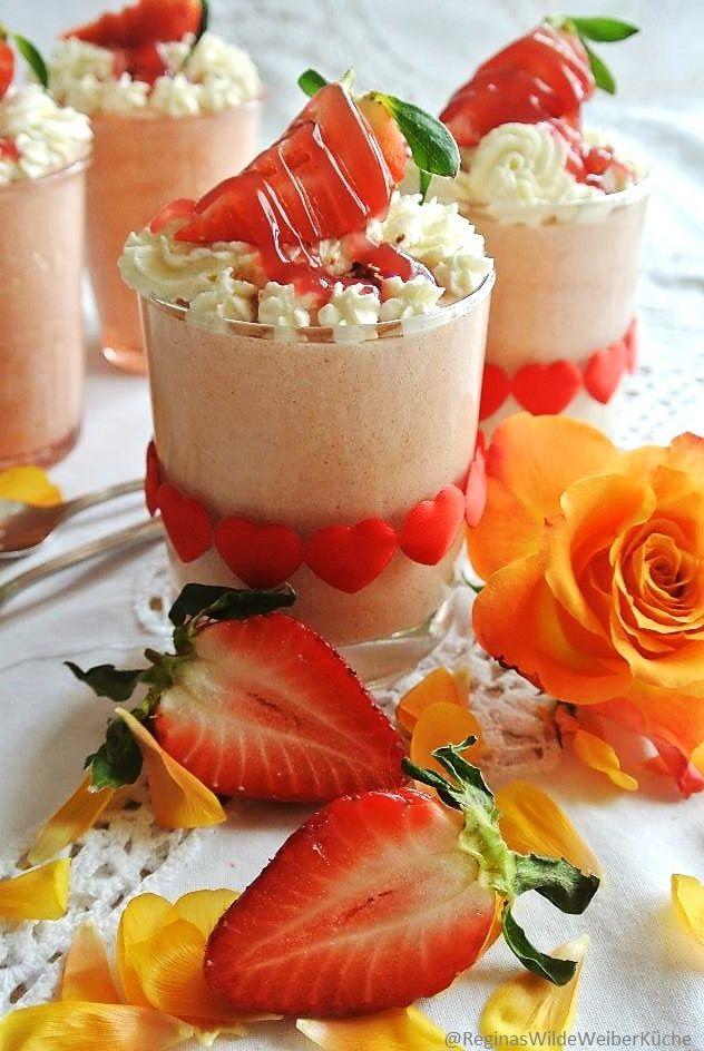 Erdbeer-Rhabarber-Rosenmousse