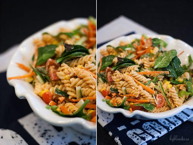 krämig pastasallad med chili
