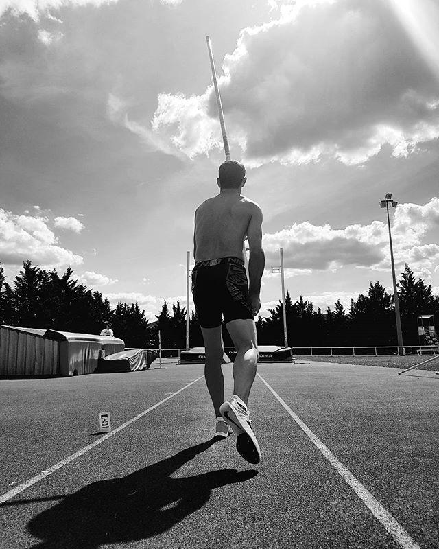 Pin for Later: 25 Athlètes Français Qui Vont Faire des JO L'évènement le Plus Sexy de la Saison Renaud Lavillenie Sport: Saut à la perche Son Instagram: @airlavillenie