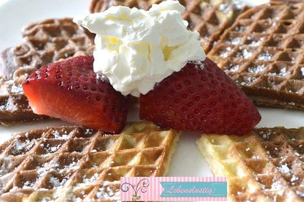 Hmmm, yummi Waffeln mit Erdbeeren und Sahne Rezept gibts hier: http://www.lebenslustig.net/2016/03/06/waffeln-gehn-einfach-immer-o/