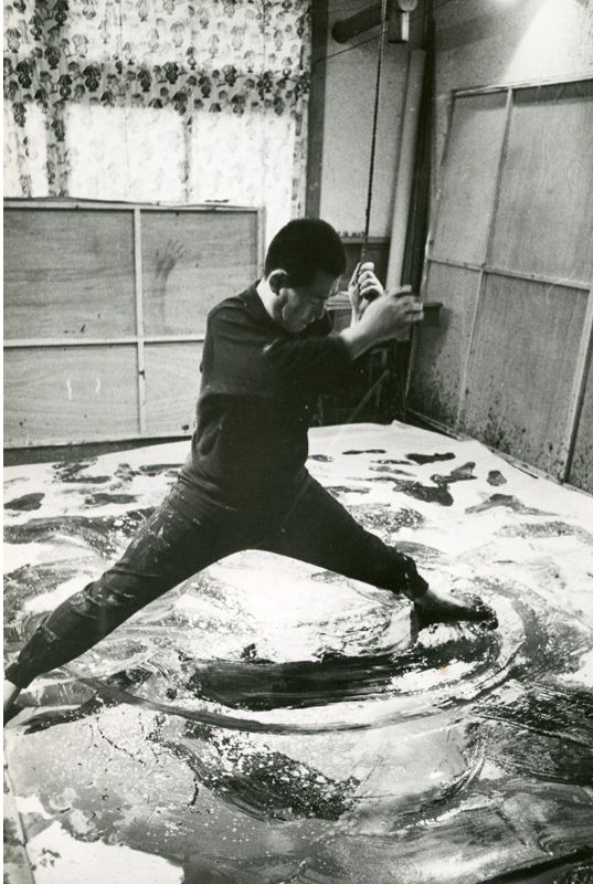 ACTION PAINTING   Scene of Kazuo Shiraga's production, courtesy of YOKOSUKA MUSEUM OF ART