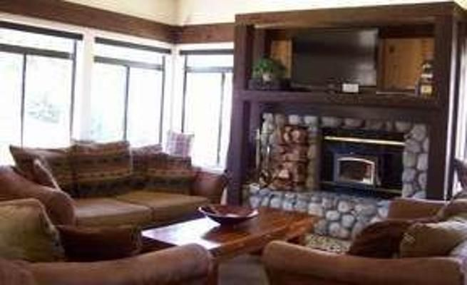 Mountain Condo with Fireplace & Community Pool in Mammoth ...