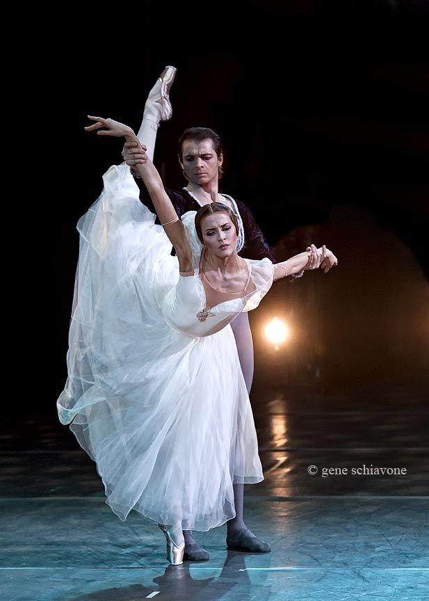 Alina Somova and David Makhateli in Giselle