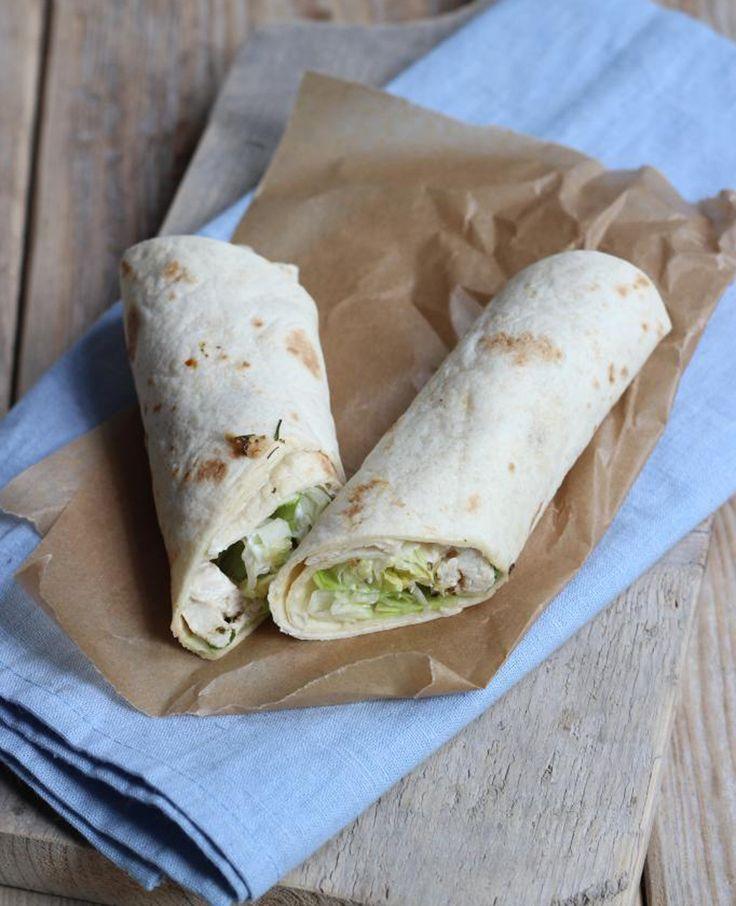 Wraps zijn heerlijk en je hebt allerlei varianten. Vandaag hebben we een recept voor Griekse kipwraps met tzatziki en sla. Smakelijk! Recept voor 1-2 personen Tijd: 20 min. Dit heb je nodig: 1 kipfilet halve tl paprikapoeder halve tl oregano…