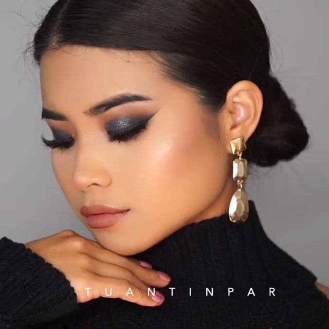 @tuantinpar used our Be Brave Matte Lipstick from #TheLionKing Collection to create this smokey holiday look! 🤩