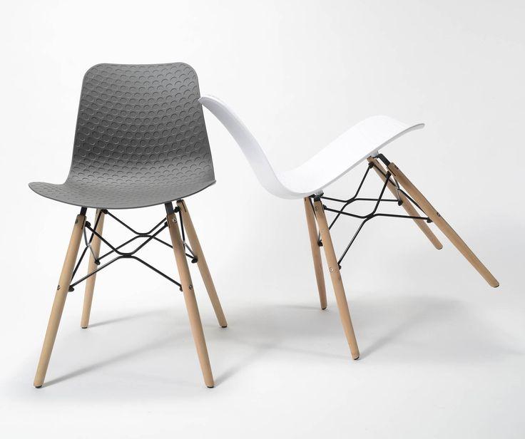 Stolička  Rozmery: 44x52cm  Výška: 79cm  Výška sedenia: 47cm  Material sedenie: Polypropylene  Material nohy: Drevo svetlé + čierny kov  Stoličky  Jedálenská stolička má významné miesto pri vytváraní at
