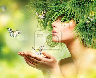 Fotobehang Lentevrouw. Meisje van de zomer met gras haar en groene make-up
