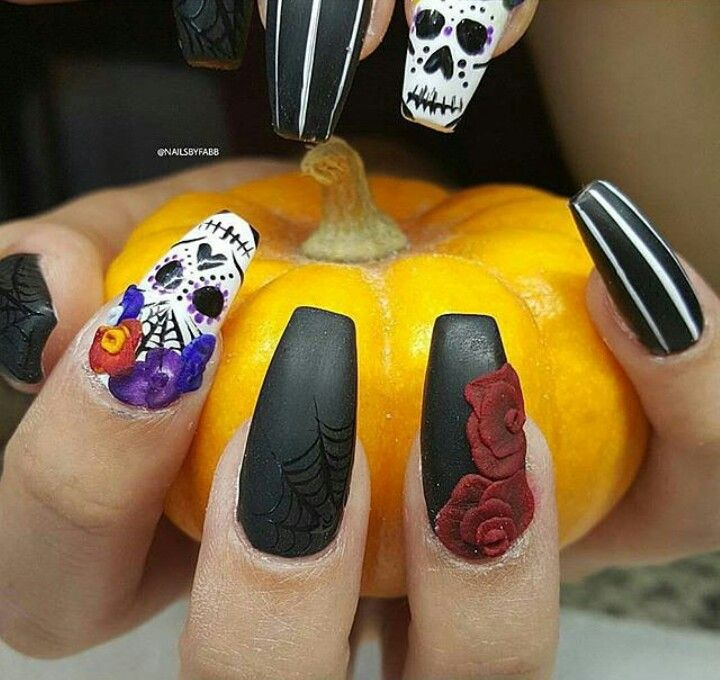 Cute dia de los muertos nails!