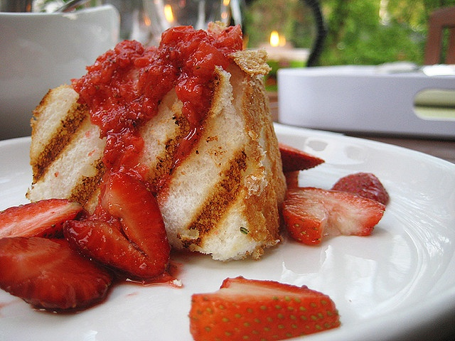 I want this for my BIRTHDAY CAKEEE! :D  Strawberries with Grilled Angel Food Cake by culinarycory, via Flickr.