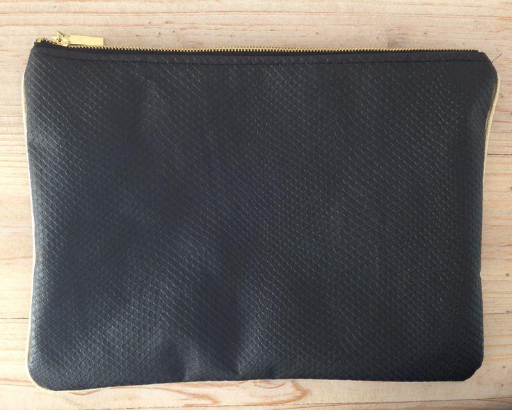 Pochette de soirée noire simili cuir aspect reptile : Sacs à main par une-etoile-file