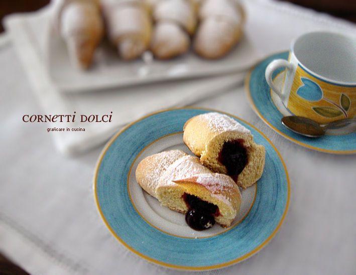 Cornetti dolci con esubero di pasta madre http://blog.giallozafferano.it/graficareincucina/cornetti-dolci-con-esubero-di-pasta-madre/