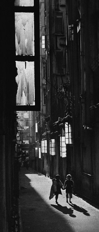 Hongkong yesterday 1962 photo fan ho · hand in handfan hourban photographyblack white