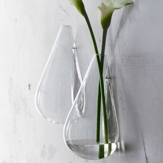 These clear vases are so pretty and would look so good mounted on the wall above my floating bookshelves!