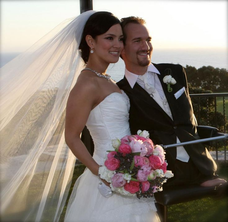 nick vujicic essay inspiring life lessons from nick vujicic paul  best nick vujicic images inspiring people unconditional love limbless nick vujicic and his wife and baby