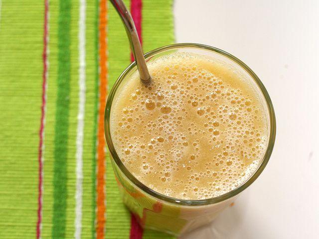 Ecco la ricetta per un succo di frutta perfetto per i bambini: il succo di mela e banana Bimby, ideale per la merenda ma anche per la colazione.
